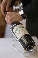 Europe/France/Aquitaine/Gironde/Saint-Emilion: Service du Vin Saint-Emilion château Pavie restaurant de l'Hostellerie de Plaisance