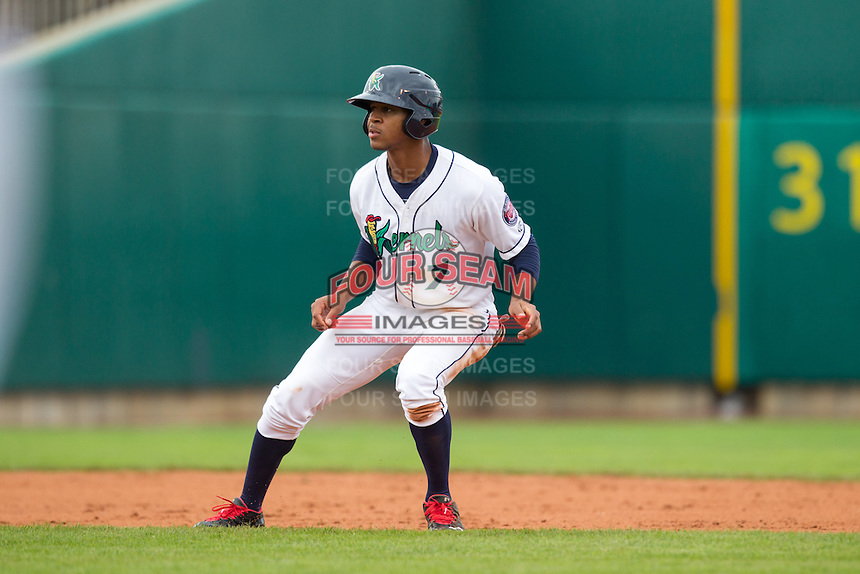Cedar Rapids Kernels outfielder Byron Buxton #7 runs during a game against the Kane County Cougars at Veterans Memorial Stadium on June 9, 2013 in Cedar Rapids, Iowa. (Brace Hemmelgarn/Four Seam Images)