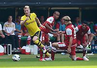 FUSSBALL   DFB POKAL   SAISON 2012/2013   1. Hauptrunde FC Oberneuland - Borussia Dortmund            18.08.2012 Marco Reus (li, Borussia Dortmund) gegen Shaun Minns (Mitte) und Soeren Seidel (re, beide FCO)