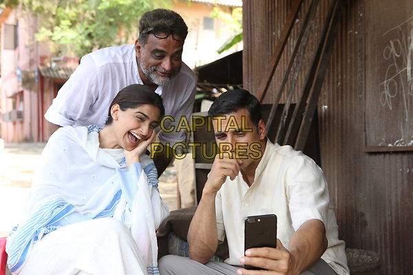 Padman (2018)<br /> Akshay Kumar, Sonam Kapoor, R. Balki (Director)<br /> *Filmstill - Editorial Use Only*<br /> CAP/KFS<br /> Image supplied by Capital Pictures