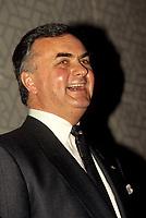 FILE - Ray Hnatyshin, Gouverneur-General du canada, dans les annes 90