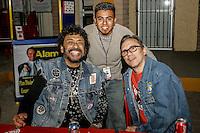 El guitarrista y cantante de rock y Blues, Javier Batiz, el fotografo Luis Gutierrez y  Marciano Cantero de la banda de rock Argentina Enanitos Verdes , durante la noche de su concierto  en la Expogan. HermosilloSonoraMexico. <br /> &copy;Foto: NORTEPHOTO.COM