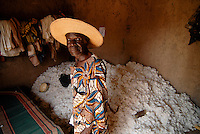 Burkina Faso , Helvetas  fair trade and organic cotton project, farmer Boukoungou Wenneda of cooperative UNPCB in village Kayao near Ouagadougou / Burkina Faso fairtrade und Biobaumwolle Projekt