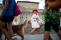 Senigallia, Agosto 2013. Una signora vestita stile anni 60 a Senigallia durante il Festival Summer Jamboree.