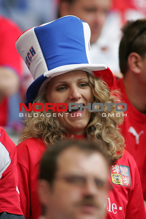 FIFA WM 2006 - Gruppe E ( Group E )<br /> Play #41 (22-Jun) - Czech Republic vs Italy.<br /> Female supporters from Czech Republic celebrate prior to the match of the World Cup in Hamburg.<br /> Foto &copy; nordphoto