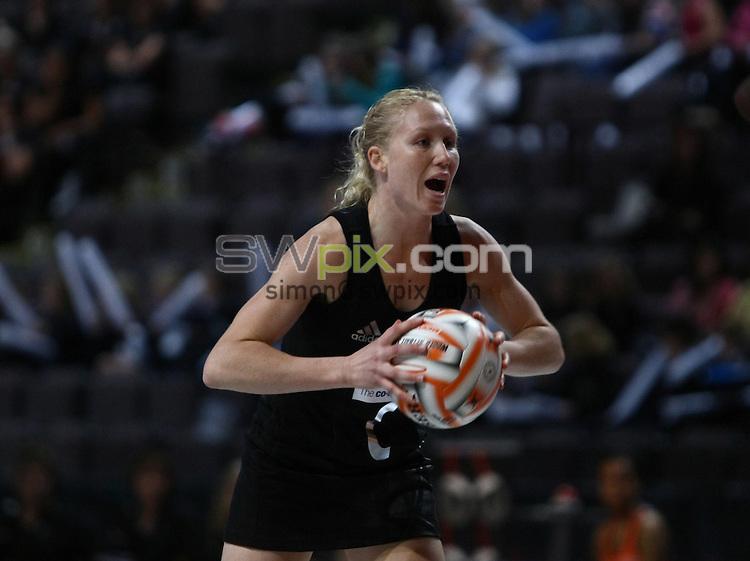 PICTURE BY VAUGHN RIDLEY/SWPIX.COM - Netball - World Netball Series 2009 - MEN Arena, Manchester, England - 09/10/09...Copyright - Simon Wilkinson - 07811267706...New Zealand v Malawi - New Zealand's Laura Langham.