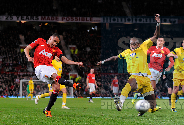 Ravel Morrison of Manchester United takes a shot past Anthony Gardner of Crystal Palace