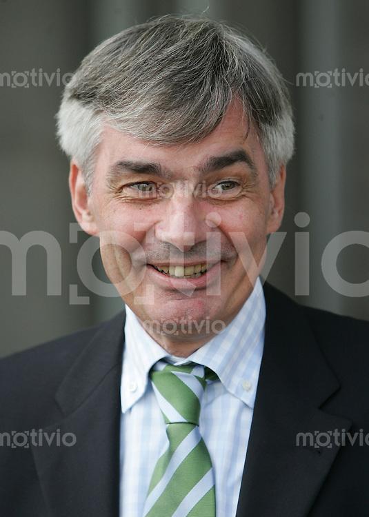 Jena , 250806 , Saison 2006/2007 ; Fussball 2.Bundesliga FC Carl Zeiss Jena - 1.FC Koeln  Manager Michael MEIER (Koeln) lachend