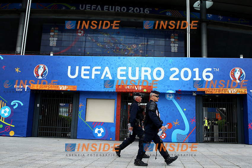 Polizia all'esterno dello stadio. Security Check out the stadium <br /> Paris 10-06-2016 Stade de France football Euro2016 France - Romania  / Francia - Romania Group Stage Group A. Foto Matteo Ciambelli / Insidefoto