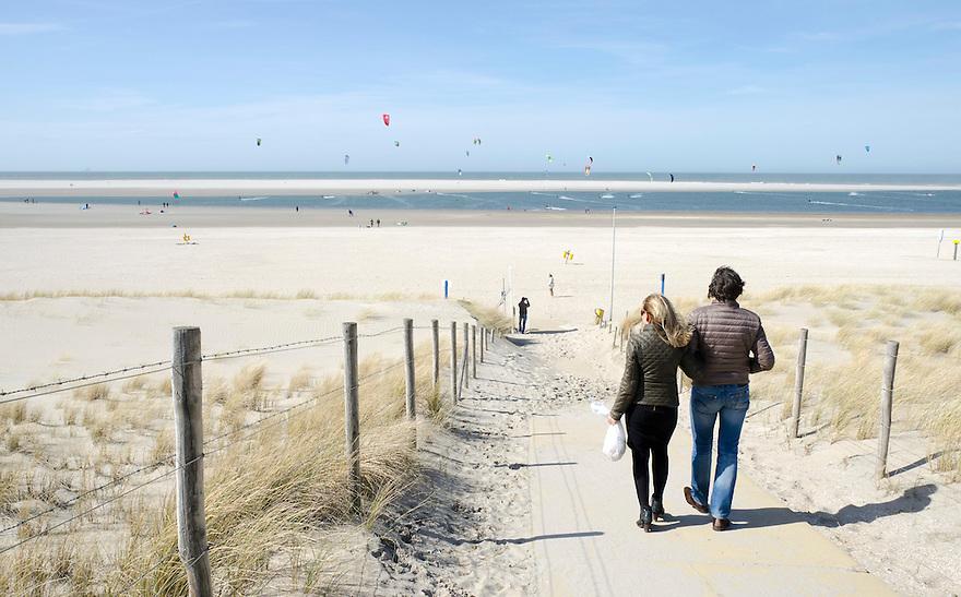 12april2015<br /> De zandmotor bij Monster. Op het binnenwater is een kite surf school gevestigd.<br /> <br /> (c)renee teunis