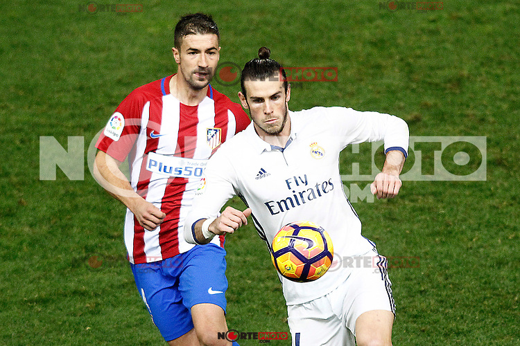Atletico de Madrid's Gabi Fernandez (l) and Real Madrid's Garet Bale during La Liga match. November 19,2016. (ALTERPHOTOS/Acero) /NORTEPHOTO.COM