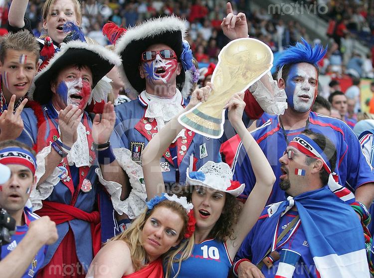 Fussball WM 2006  Achtelfinale   Spanien - Frankreich ; Spain - France  Fans feiern vor dem Spiel ausgelassen