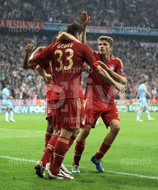 FUSSBALL   CHAMPIONS LEAGUE   SAISON 2011/2012     27.09.2011 FC Bayern Muenchen - Manchester City FC JUBEL nach dem Tor zum 2:0 Mario Gomez , Thomas Mueller (v. li., FC Bayern Muenchen)