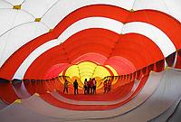 Nederland  Scheveningen. September 2018. Vliegerfestival op het strand. De binnenkant van de Trilobite, de grootste vlieger van Europa.    Foto Berlinda van Dam / Hollandse Hoogte