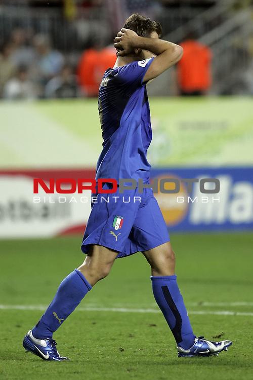 FIFA WM 2006 -  Gruppe E Vorrunde ( Group E )<br /> Play   #25 (17-Jun) - Italien - USA 1:1<br /> <br /> Enttaeuschung  GILARDINO <br /> <br /> <br /> Foto &copy; nordphoto