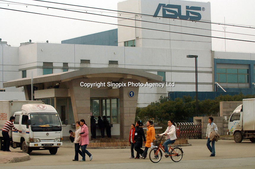 Taiwanese owned Asustech plant in suzhou industrial estate employs around 38,000 workers and makes several items for Apple including computers and the i.pod shuffle. .22 Feb 2006