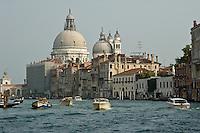 Sur le Grand Canal. (Venise, Octobre 2006)