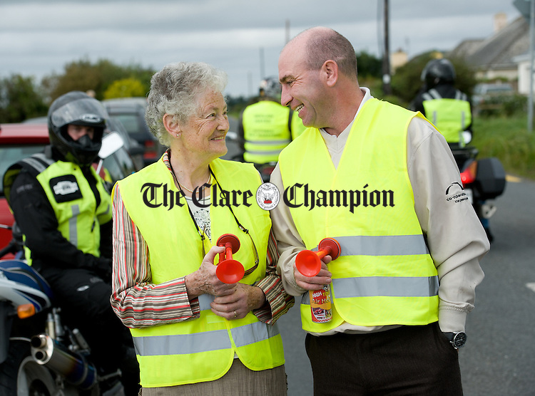Declan Hayes' mother Betty Hayes meets with Kilkenny hurling legend DJ Carey before starting the Declan Hayes Memorial Doonbeg Half Marathon/10K Fun Run and Walk. Photograph by John Kelly.
