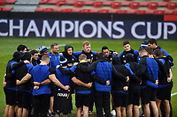 The Bath Rugby team huddle together prior to the match. Heineken Champions Cup match, between Stade Toulousain and Bath Rugby on January 20, 2019 at the Stade Ernest Wallon in Toulouse, France. Photo by: Patrick Khachfe / Onside Images
