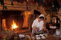 Europe/France/Centre/45/Loiret/Sologne/La Ferté-Saint-Aubin : Le château en briques et chaînages de pierre (XVII° siècle) - La cuisine - Préparation des madeleines par Pierrette la cuisinière