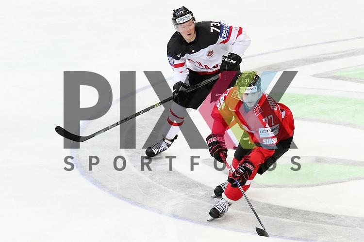 Schweizs Grossmann, Robin (Nr.77) im Zweikampf mit Canadas Toffoli, Tyler (Nr.73)  im Spiel IIHF WC15 Schweiz vs. Canada.<br /> <br /> Foto &copy; P-I-X.org *** Foto ist honorarpflichtig! *** Auf Anfrage in hoeherer Qualitaet/Aufloesung. Belegexemplar erbeten. Veroeffentlichung ausschliesslich fuer journalistisch-publizistische Zwecke. For editorial use only.