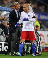 FUSSBALL   1. BUNDESLIGA   SAISON 2011/2012    11. SPIELTAG Hamburger SV - 1. FC Kaiserslautern                          30.10.2011 Trainer Thorsten FRINK (li) mit Goekhan TOERE