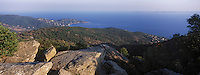 Europe/Provence-Alpes-Côte d'Azur/83/Var/Env Le Lavandou: Vue sur la corniche des Maures depuis la route des Crètes