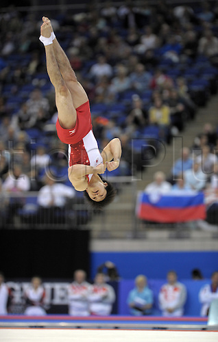 13.10.2009.World Gymnastics Champion ships at the O2 Arena London. Mens Qualifying Competition.Uchmur of Japan in actionr of Germany in action.Photo: Alan Edwards/Actionplus. ..