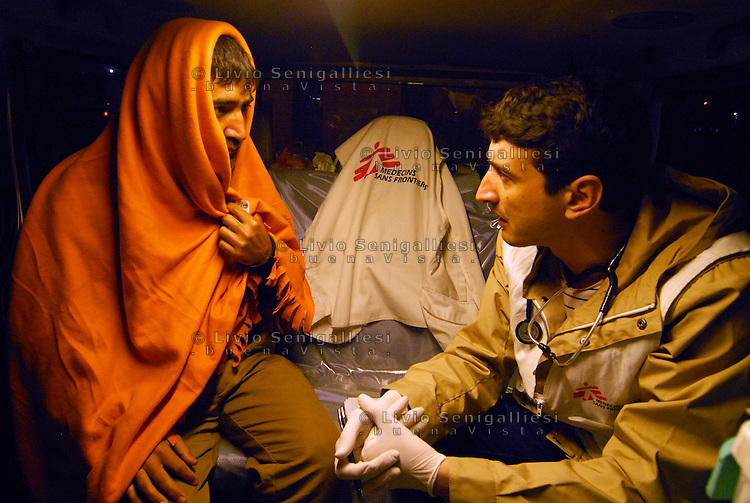 Subotica / Serbia  130416<br /> Dr. Vladimir Andric, head of the MSF medical team in Belgrade, examines a patient on board an ambulance which every night assists refugees in the no man's land on the border between Serbia and Hungary.<br /> Photo Livio Senigalliesi