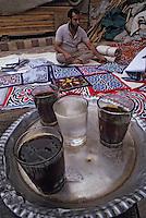 Afrique/Egypte/Le Caire: Chez le marchand de tapis dans les souks de la rue des Mosquées