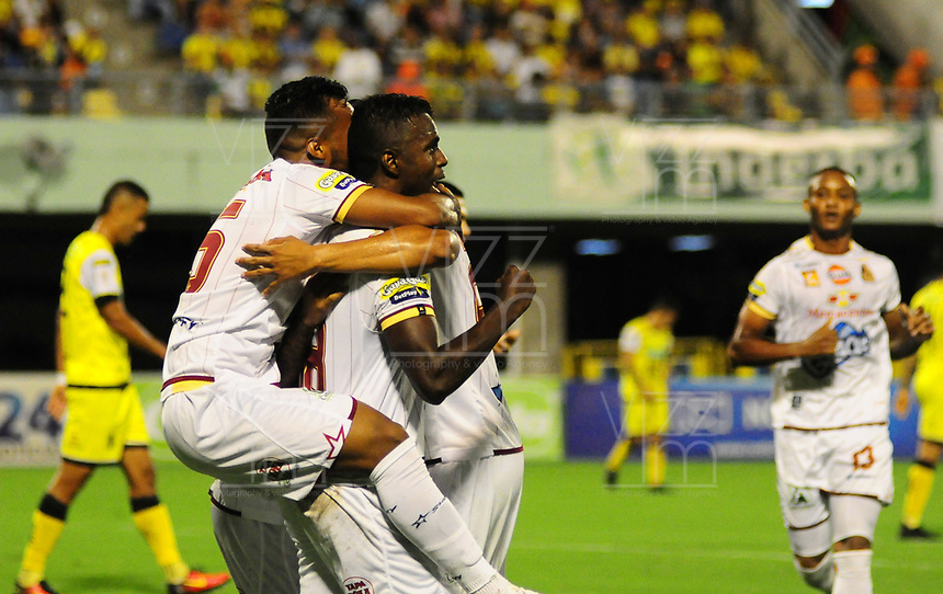 BARRANCABERMEJA -COLOMBIA, 05-08-2018:  Marco Perez (Der) jugador de Deportes Tolima celebra después de anotar el primer gol de su equipo a Alianza Petrolera durante partido fecha 3 de la Liga Águila II 2018 disputado en el estadio Daniel Villa Zapata de la ciudad de Barrancabermeja. / Marco Perez (R) player of Deportes Tolima celebrates after scoring the first goal of his team to Alianza Petrolera during match for the date 3 of the Aguila League II 2018 played at Daniel Villa Zapata stadium in Barrancebermeja city. Photo: VizzorImage / Jose Martinez / Cont