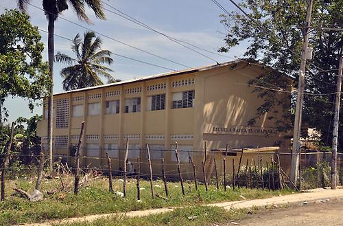 Escuela el Chaparral de Villa Mella, primera escuela donde trabajó Radhames Camacho. Carmen Suárez/Acento.com.do.Fecha: 23/03/2011.