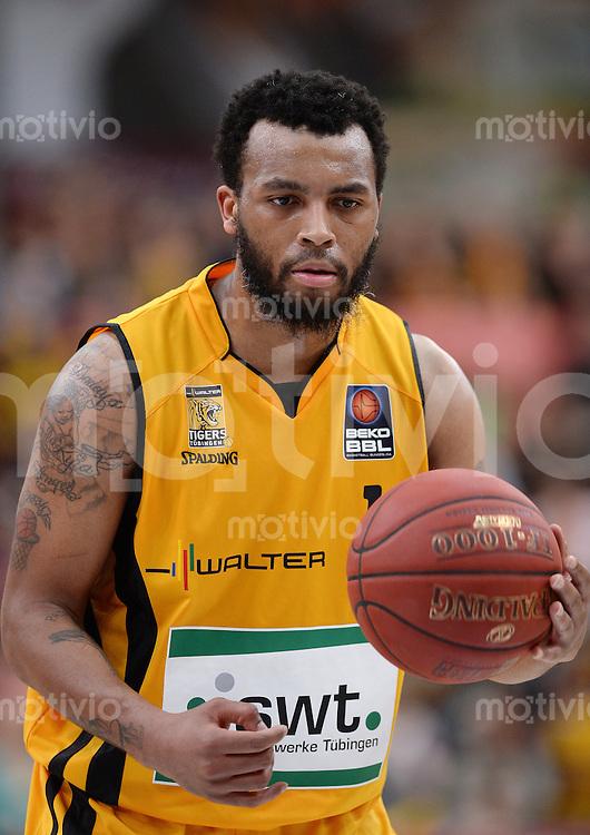 Basketball 1. Bundesliga  2013/2014 Walter Tigers Tuebingen - ratiopharm Ulm      01.03.2014 Daequan Cook (Tigers) mit Ball