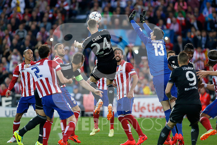 Atletico de Madrid´s goalkeeper Courtois, Miranda, Raul Garcia and Mario Suarez and  Chelsea´s Gary Cahill during Champions League semifinal first leg soccer match between Atletico de Madrid and Chelsea, at the Vicente Calderon stadium, in Madrid, Spain, April 22, 2014. (ALTERPHOTOS/Victor Blanco)