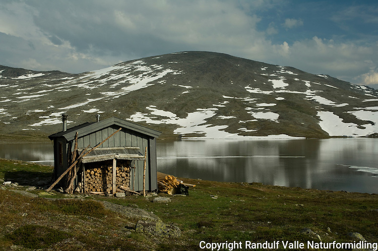 Håkodalshytta i Sunndalsfjella ---- Hut in Sunndalsfjella