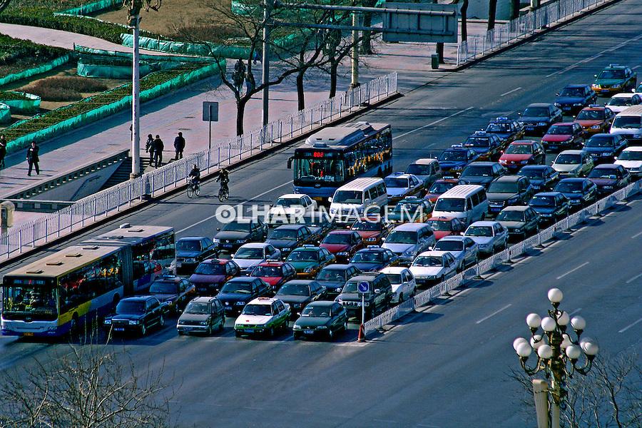 Trânsito de veículos na cidade de Pequim. China. 2007. Foto de Flávio Bacellar.