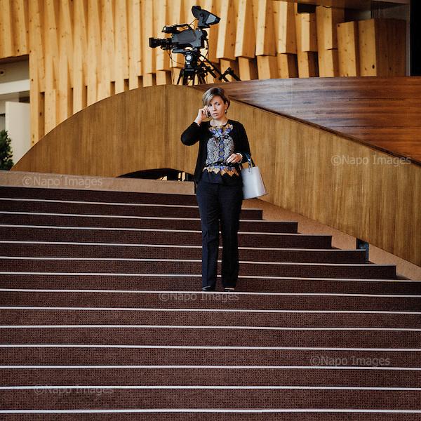 STRASBOURG, FRANCE, NOVEMBER 25, 2014: Woman chatting on the phone  at the Council of Europe. (Photo by Piotr Malecki)  <br /> STRASBURG, FRANCJA, 25/11/2014: Kobieta rozmawia przez telefon w budynku Rady Europy. Fot: Piotr Malecki