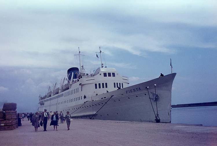 Europe, Norway, Oslo, In the sixties, Historical image, Port, Harbour, Docks, Cruise, Ship, Traveller, Crusader, Ocean ship, Historic image from the sixties., Tourism Touristic, Tourist, Travel, Traveller, Journey, Voyage, Holiday, Holidays, Tourist country, Hystory, Historic, Historical, Historical image, Historical photography, Contemporary, Historic image, Historic photography....Europa, Norwegen, Oslo, 60er Jahre, Historische Aufnahme, Hafen, Kreuzfahrtschiff, Reisende, Reisen und Urlaub in den 60er Jahren. Historische Fotografie die in den 60er Jahren entstand und den Zeitgeist der damaligen Zeit symbolisiert., Tourismus, Touristik, Touristisch, Urlaub, Reisen, Reisen, Ferien, Urlaubsreise, Freizeit, Historisch, Geschichte, Geschichtliches, Historische Aufnahme, Historische Fotografie....[For each utilisation of my images my General Terms and Conditions are mandatory. Usage only against use message and proof. Download of my General Terms and Conditions under http://www.image-box.com or ask for sending. A clearance before usage is necessary. Material is subject to royalties. Each utilisation of my images is subject to a fee in accordance to the present valid MFM-List. Contact: Uwe Schmid-Photography, Duisburg, Germany, Tel. (+49).2065.677997,..schmid.uwe@onlinehome.de, www.image-box.com]