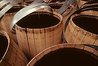 Europe/France/Poitou-Charentes/16/Charente/Cognac/Tonnellerie Seguin Moreau: Détail  de barrique<br /> PHOTO D'ARCHIVES // ARCHIVAL IMAGES<br /> FRANCE 1990