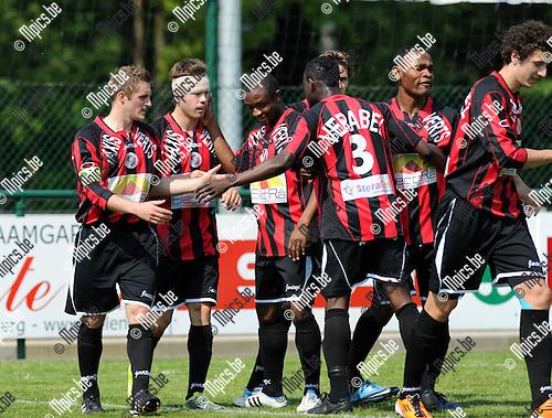 2011-04-24 / Voetbal / seizoen 2010-2011 / KSK Heist - FC Brussels / Sebastjan Komel (2e van links) scoorde de 0-1..Foto: Mpics