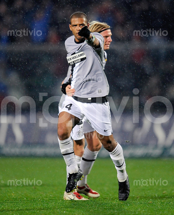 FUSSBALL INTERNATIONAL   SERIE A   SAISON 2009/2010    Atalanta Bergamo - Juventus Turin           07.11.2009 Jubel mit Felipe Melo (TURIN)