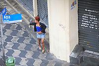 SAO PAULO, SP, 08 DE JANEIRO DE 2012 - Viciados expulsos da Cracolandia, regiao central da cidade.sao vistos no bairro de Higianopolis, nesta tarde de domingo (07).  Foto Ricardo Lou - News Free