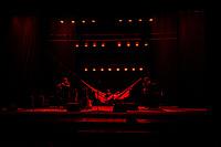 """SÃO PAULO, SP, 30.11.2018 - SHOW-SP - A cantora Adriana Calcanhotto durante apresentação da turnê """"A Mulher do Pau Brasil"""" no Teatro Bradesco, na região oeste da cidade de São Paulo, nesta sexta-feira, 30. (Foto: Bruna Grassi/Brazil Photo Press)"""