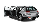 Car images close up view of 2017 Volkswagen Golf Alltrack Base 5 Door Wagon doors