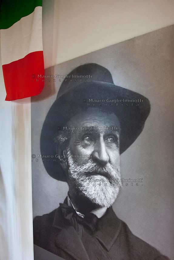casa Verdi, ritratto di Giuseppe Verdi e bandiera italiana <br /> house of Giuseppe Verdi, portrait and the Italian flag<br /> Maison de Verdi portrait  et drapeau italien
