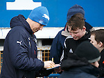 Kenny Miller signs autographs for QoS fans