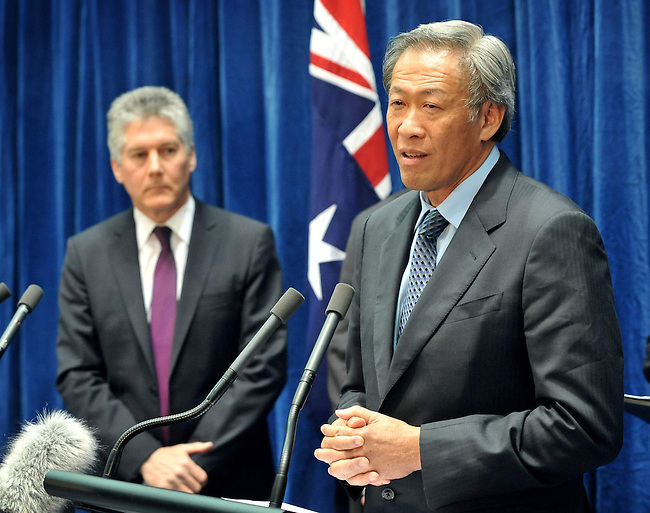 Singapore Defence Minister Dr Ng Eng Hen speaks at a press conference with Australian Defence Minister Stephen Smith, (L)  at Parliament House Canberra, Monday September 10th 2012. AFP PHOTO / Mark GRAHAM