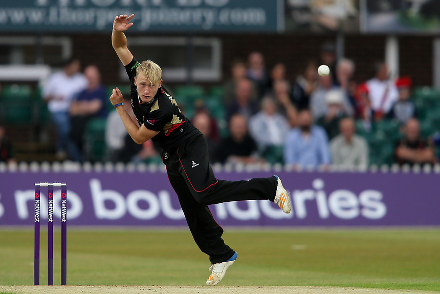Leicestershire's Callum Parkinson in delivery stride<br /> <br /> Photographer Andrew Kearns/CameraSport<br /> <br /> NatWest T20 Blast - Leicestershire Foxes vs Northamptonshire Steelbacks - Friday 21st July 2017 - Grace Road Leicester <br /> <br /> World Copyright &copy; 2017 CameraSport. All rights reserved. 43 Linden Ave. Countesthorpe. Leicester. England. LE8 5PG - Tel: +44 (0) 116 277 4147 - admin@camerasport.com - www.camerasport.com