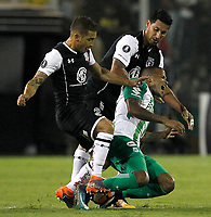 SANTIAGO DE CHILE - CHILE - 27 - 02 - 2018: Carlos Carmona (Izq.) jugador de Colo Colo (CHL) disputa el balón con Jeison Lucumi (Der.) jugador de Atletico Nacional (COL), durante partido de la Fase de Grupos, grupo 2, fecha 1 entre Colo Colo (CHL) y Atletico Nacional (COL), por la Copa Conmebol Libertadores 2018 en el estadio Monumental David Arellano, de la ciudad de Santiago de Chile. / Carlos Carmon (L) player of Colo Colo (CHL), vies for the ball with Jeison Lucumi (R) player Atletico Nacional (COL), during match of the Group Stage, group 2, 1st date between Colo Colo (CHL) and Atletico Nacional (COL) for Copa Conmebol Libertadores 2018 at the David Arellano Monumental Stadium, in the city of Santiago de Chile. Photos: VizzorImage / Marcelo Hernandez / Cont. / Photosport