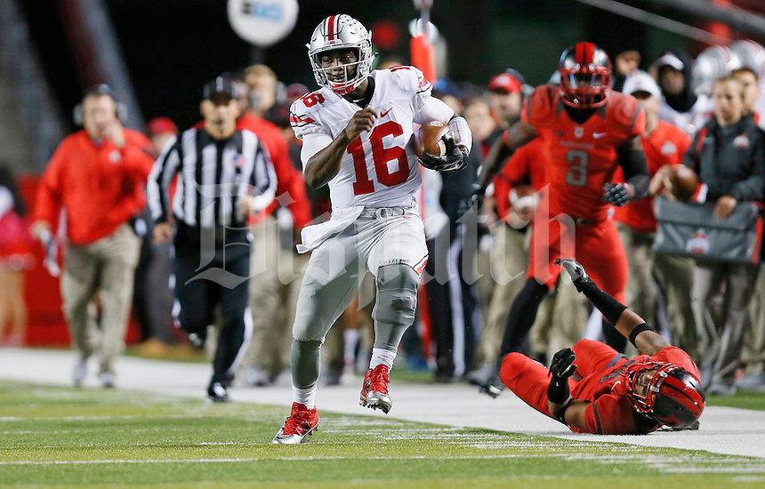 Ohio State Buckeyes quarterback J.T. Barrett (16) dodges tackles as he runs for a big gain during the college football game between the Rutgers Scarlet Knights and the Ohio State Buckeyes at High Point Solutions Stadium in Piscataway, NJ, Saturday night, October 24, 2015. The Ohio State Buckeyes defeated the Rutgers Scarlet Knights 49 - 7. (The Columbus Dispatch / Eamon Queeney)
